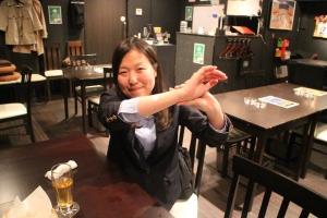 ▲いつの間にか白川さんの腕の後ろに選んだカードのシールが!?