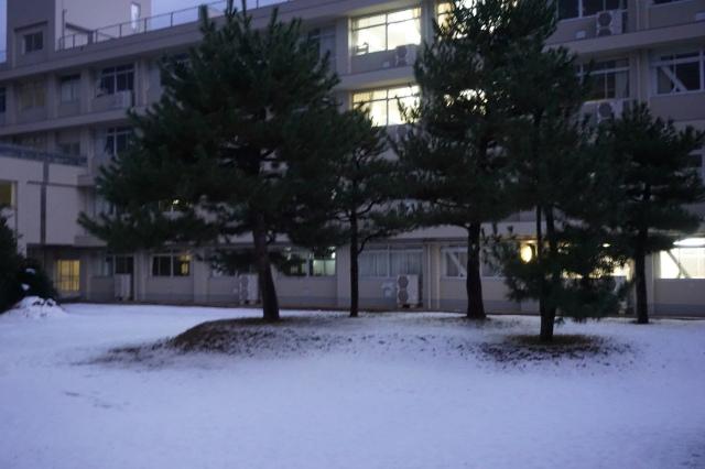 ▲雪景色の松江北高校~朝6時30分