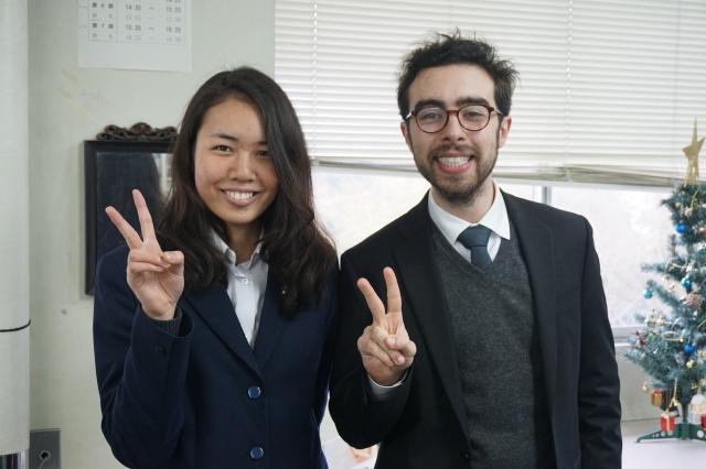 ▲合格した中西葉奈さんとエドワード先生